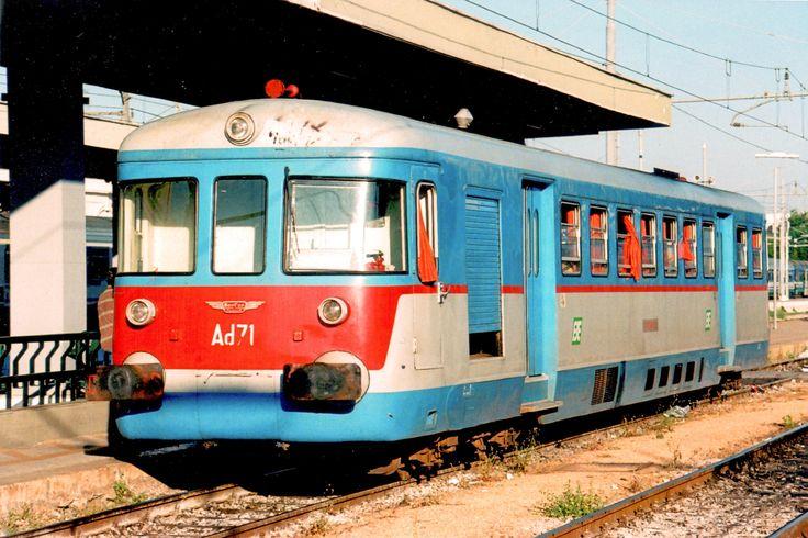 Automotrice diesel Ad 71 di costruzione Breda Aerfer, anno 1958, delle Ferrovie del Sud Est a Lecce l'11 maggio 2007 - (Foto: Riccardo Genova)