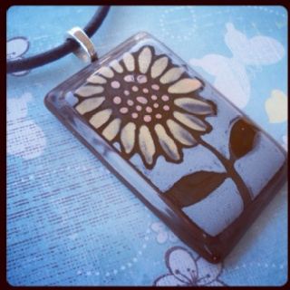 Fused glass sunflower pendant - http://leisaworks.blogspot.com/