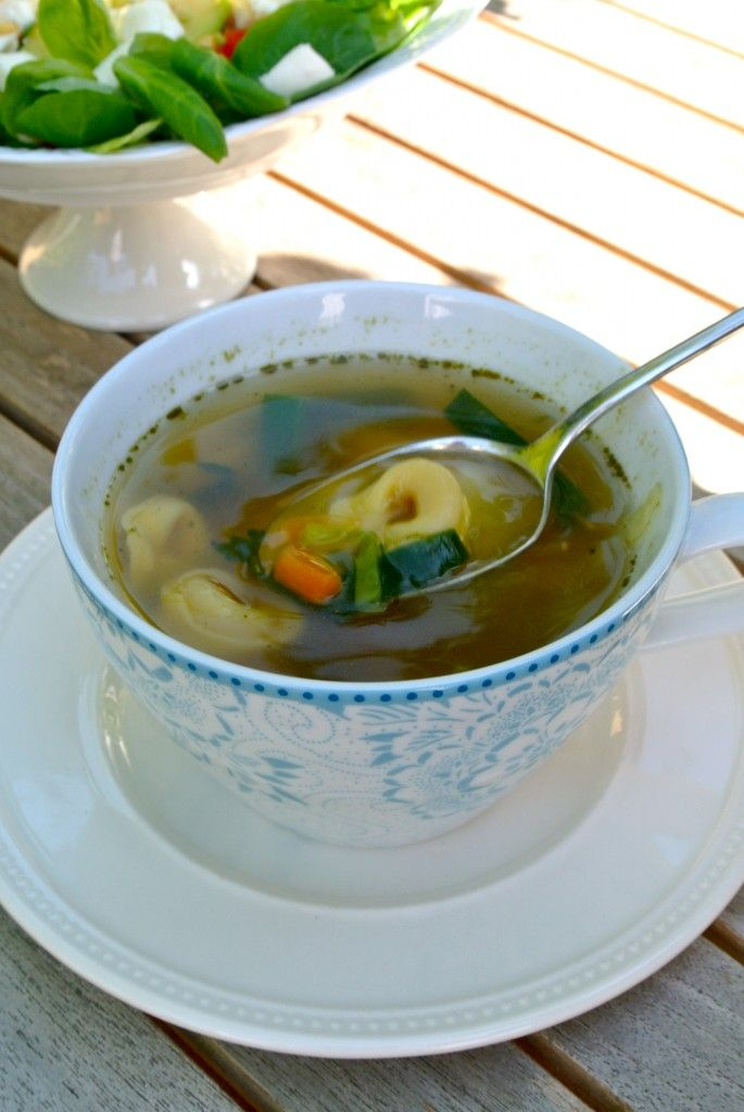 http://www.lekkerensimpel.com/2012/09/17/snelle-tortellini-soep/