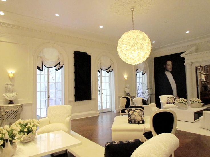 White Romans With Black Trim Holiday House 2012 Geoffrey Bradfield Home Interior Designwindow Treatmentswindow