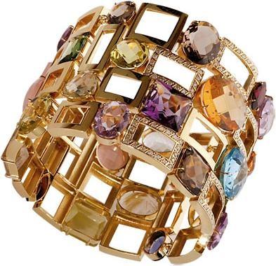 Bracelet in gold with Brazilian stones.