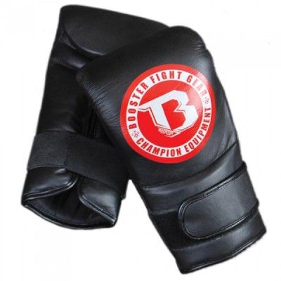 Booster THAI ORIGINE Bag gloves in leather with velcro closure and padding on the wrist give you that secure fit that allows you to use your power shots on pads and the punching bag without the fear of damaging your wrists. Made of high quality leather with a heavy duty foam inside.