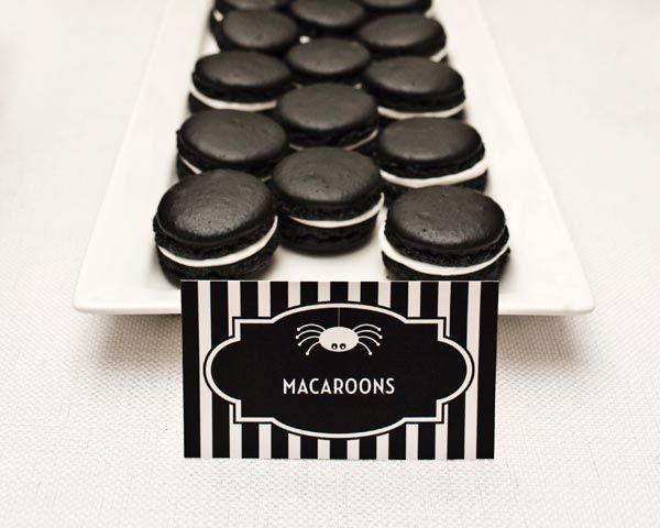 Macarons elegantes y siniestros, para una fiesta Halloween, o una fiesta blanco y negro / Shiny black macarrons for Halloween! Or for a black and white party...