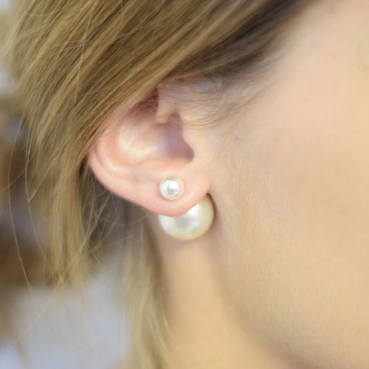 Les boucles d'oreilles uniques mise en dior