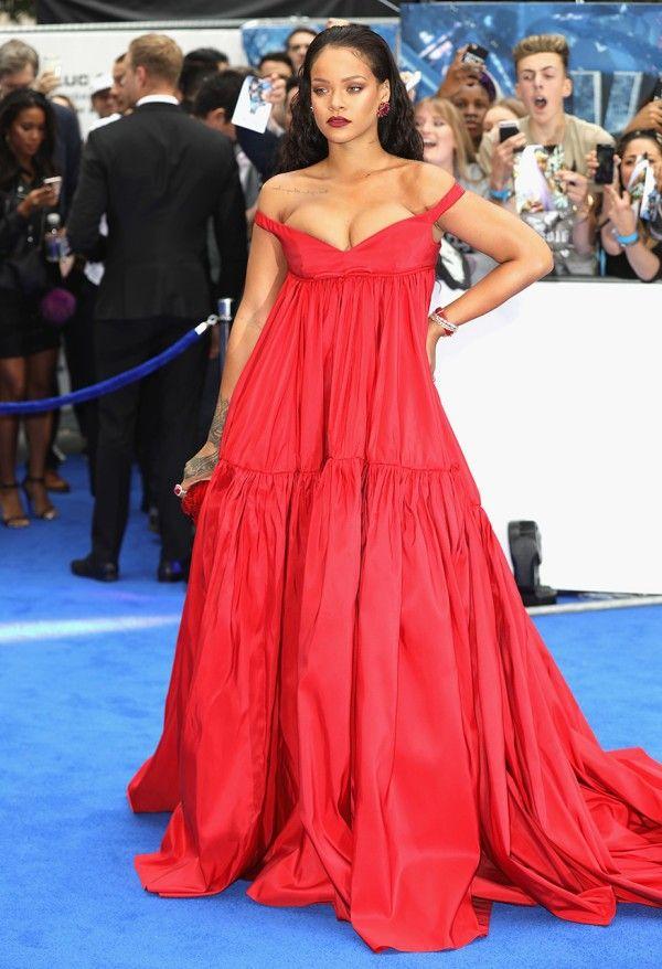 rihanna robe rouge sexy & romantique à Londres