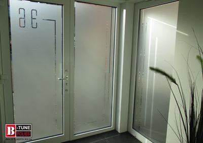 raamfolie, zandstraalfolie voordeur hal, zicht van binnenuit
