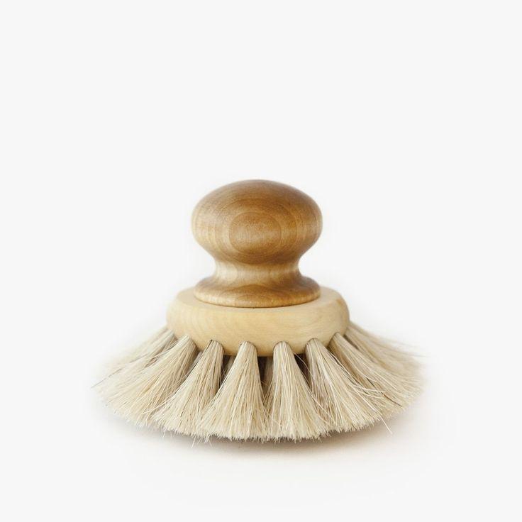 Small peeling face brush Iris Hantwerk #handmade #natural #simple #hnstly #bathroom #relax #spa #sauna #irishatwerk