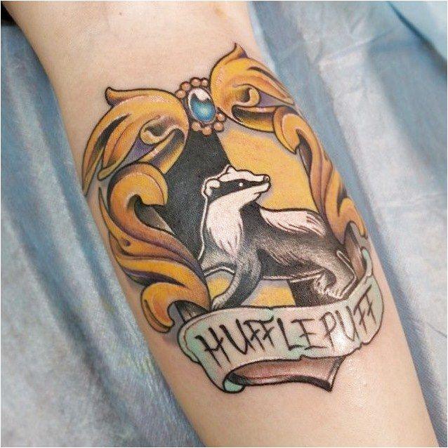 Die Magie ist echt dank dieser Harry Potter Tattoos – Die … #CreativeTattoos Klicken Sie, um mehr zu sehen.