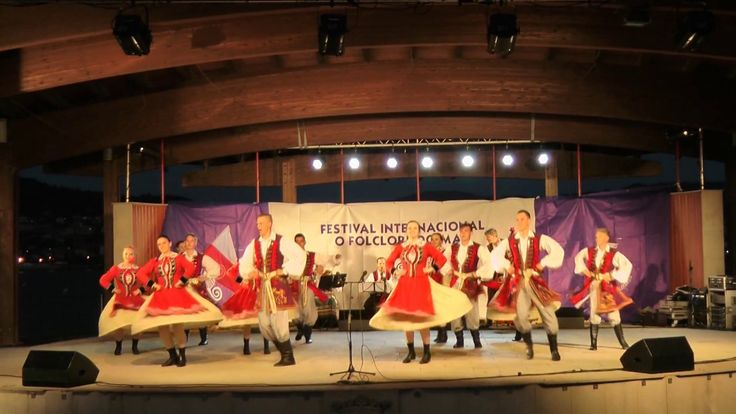 Interpretation of a folk dance that originates from Poland. Done by  Zespół Pieśni i Tańca Łódź, based in Łódź, Poland. Recorded on 20/07/2017 on Moaña, Galicia, Spain. http://www.zpitlodz.toya.net.pl/ https://pl-pl.facebook.com/zpitlodz/ Interpretación dun baile folclórico orixinario de...  https://www.crazytech.eu.org/polish-folk-dance-lublin/
