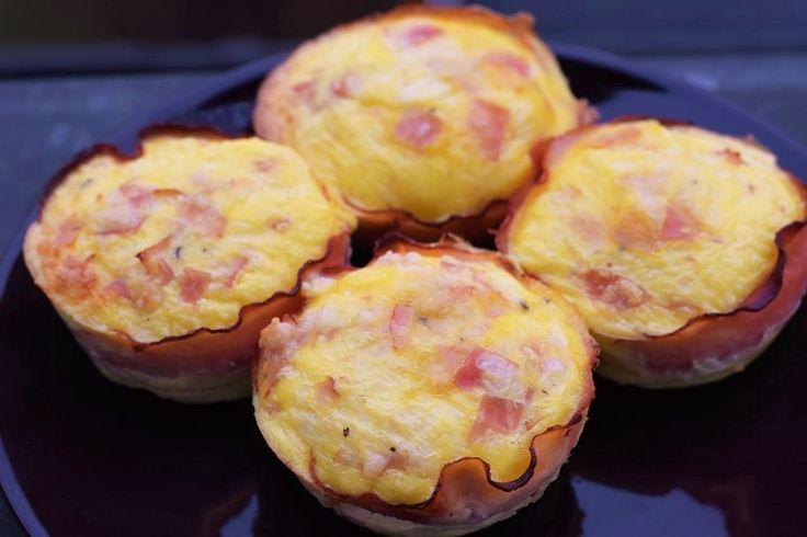 Muffins mal anders und zwar deftig statt süß. Diese Low Carb Leckerbissen lassen sich wunderbar mitnehmen oder im Kühlschrank aufbewahren.