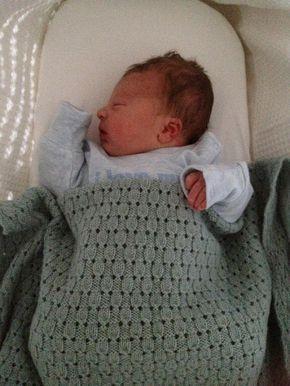 Finlay baby blanket free pattern via Ravelry