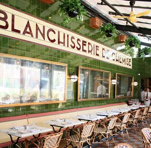 Big shot Philly restauranteur Stephen Starr spent 6.5m dollars rehabbing the shell of an old dry cleaner to create his 250 seat Parisian bistro Le Diplomate at 14th & Q street NW.