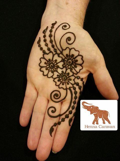 Flowers hand henna www.hierishetfeest.com