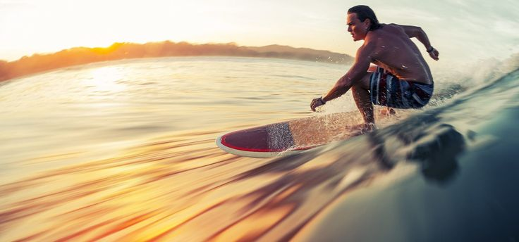 Droombaan surfer  - Dream job alert: surfen en de hele wereld rondreizen! - Manify.nl