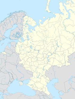 Dos intentos de rusificar Finlandia por parte de la Rusia zarista y la represión violenta de una rebelión socialista en Finlandia habían hecho que ambos países se miraran con desconfianza. Al prepararse Stalin para una inevitable guerra con la Alemania Nazi, se percató de que la frontera finesa (que cruza el istmo de Carelia) estaba a sólo 32 km de Leningrado