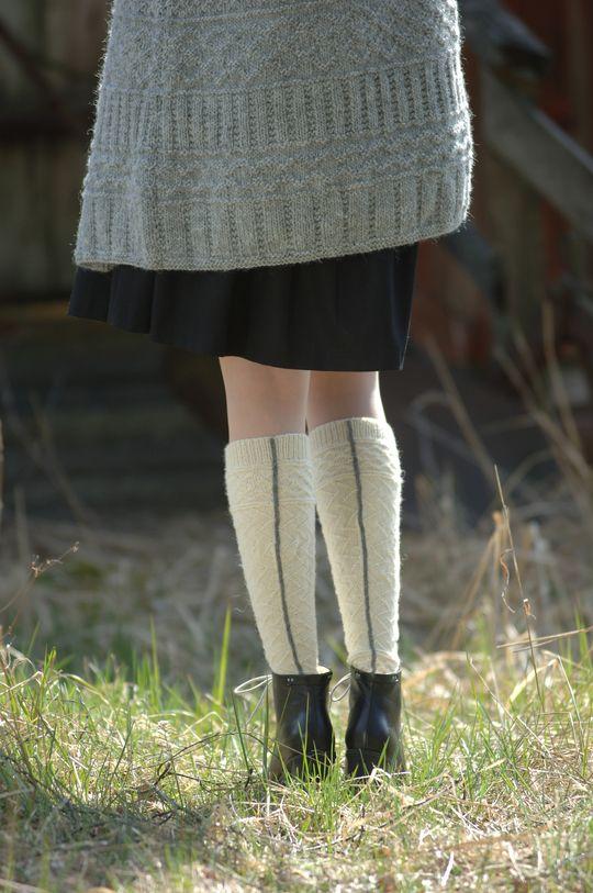Naisen kohoneulesukat Novita Pikkusisko. Knee socks.Free pattern.