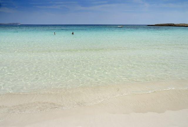 Пляж Макрониссос, Кипр, Айа-Напа. Вот это МОРЕ. Невероятный цвет воды и беленький песочек. Как по мне, самый лучший пляж края Протарас - Айа-Напа.