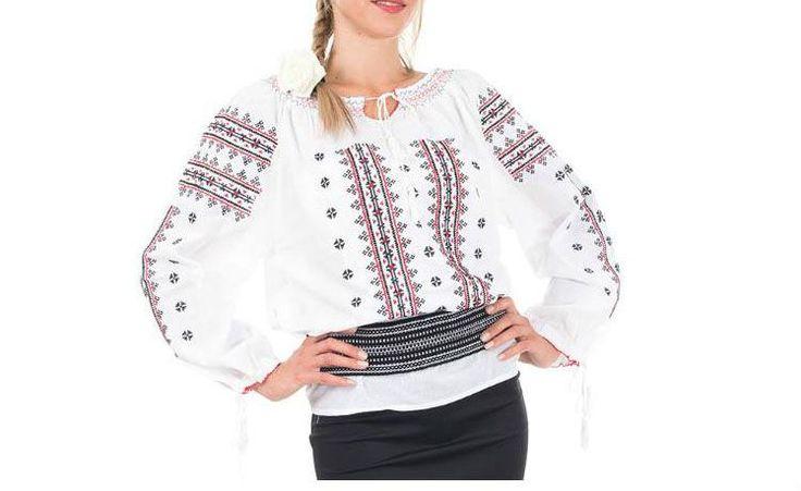 Camasa bluza tip Ie populara Ancuta cu model brodat traditional, este realizata din panza topita, fiind accesoriul vestimentar ce imbina camasa populara traditionala cu trendurile contemporane