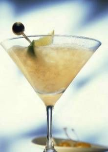 Cocktail Martini au citron vert  Dans un shaker, mélangez le jus du citron avec le Martini, la téquila et le champagne. Mixez...
