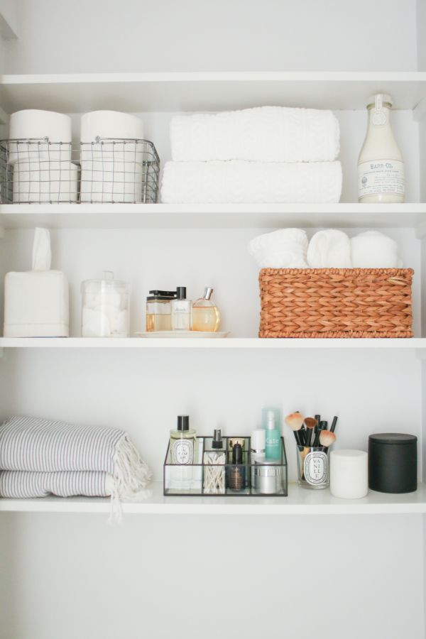 Open shelving for the bathroom: http://www.stylemepretty.com/living/2016/06/07/why-decorating-with-neutrals-will-never-ever-go-out-of-style/ | Photography : Danielle Moss - http://danielle-moss.com/