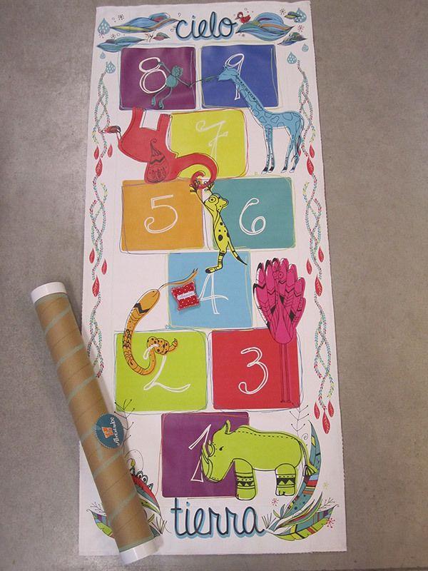 Rayuela Alfombra — Enpañales.com.ar as Rayuelas Alfombra están diseñadas para funcionar simultáneamente como juguetes de interiores (juego tradicional de la Rayuela) y al mismo tiempo, como elemento de decoración del cuarto infantil (tapete / pie de cama)..