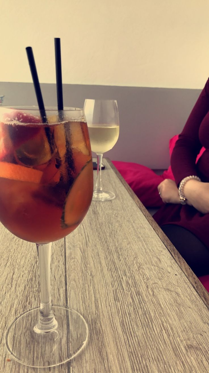 porthmeor cafe 🥂 (st ives, cornwall)  #stives #cornwall #porthmeor #cafe #restaurant #cocktails #pimms #drinks #birthday #celebrations #iPhone7 #england #beach #view #whitewine #wine #pinot