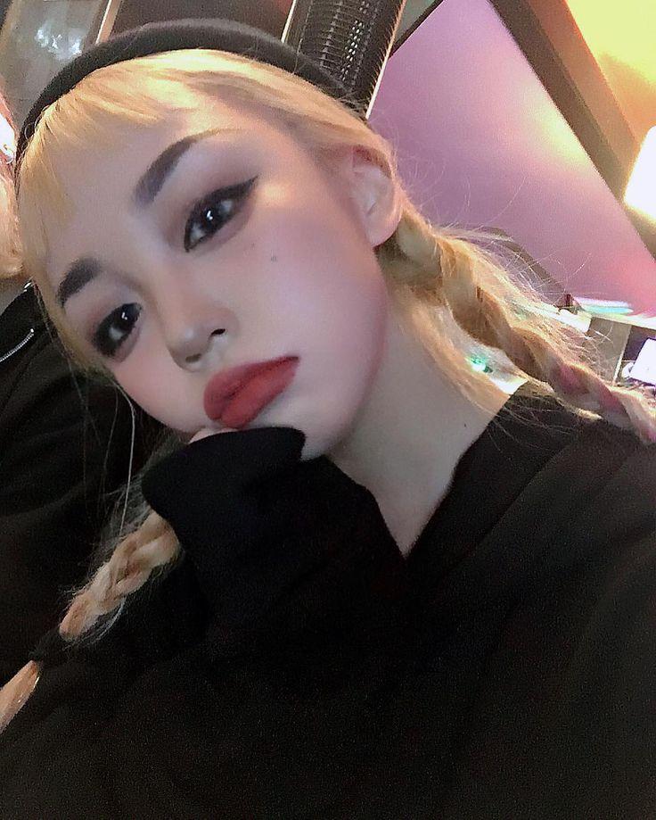 금발 땋은머리 #셀스타그램 #셀카 #selfie #makeup #ootd #처피뱅 #금발 #규나