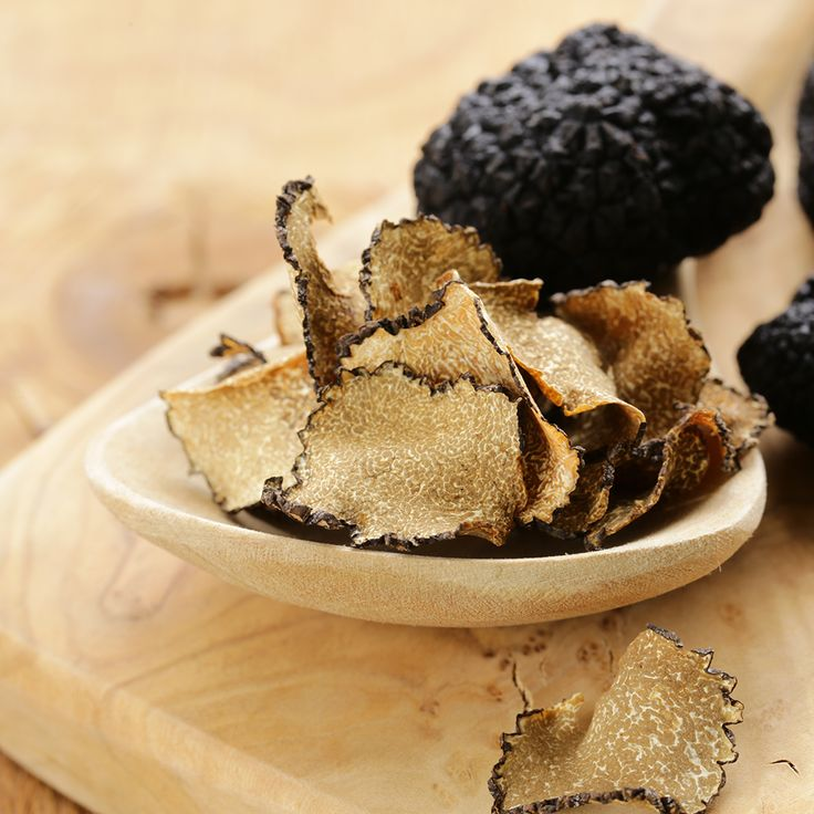 Drived by tradition and searching for innovation, Valnerina Tartufi offers truffles grown in the luxuriant area of Valnerina, the green heart of Italy.