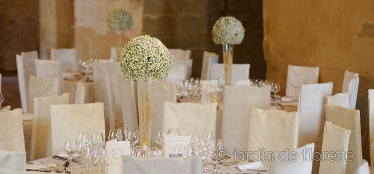 Centre de table boule de gypsophile sur verrerie conique haute - Chapelle Saint Bacchi - Mariage en Provence...