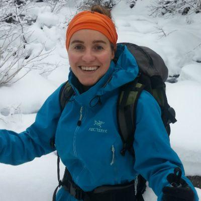 Marie-Pier Arsenault est revenue dans sa ville natale, Bonaventure, à l'hiver 2015, après avoir étudié en foresterie et habité à plusieurs endroits au Québec. Pour elle, vivre autrement, c'est vivre en harmonie avec la mer, la rivière, la forêt et ses montagnes.