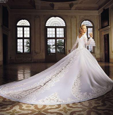 Best 25+ Wedding dress long train ideas on Pinterest | Lace sleeve ...