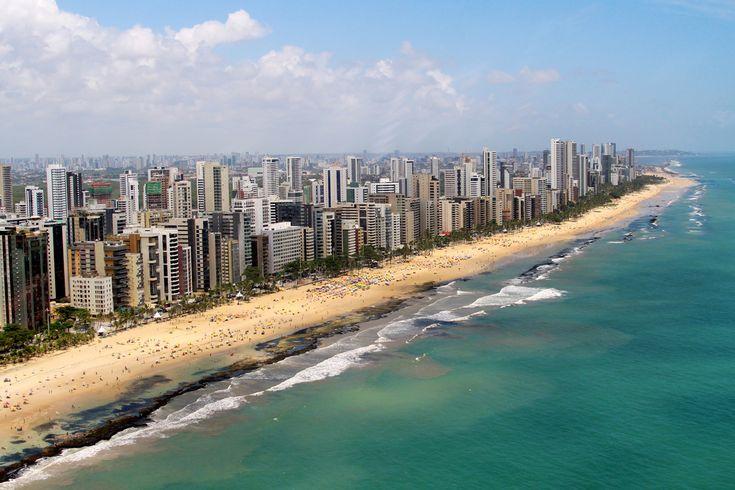 https://flic.kr/p/bo2DCF | Praia de Boa Viagem | Fotografia aérea: Gustavo Penteado. +55 81 9282.2241 Comandante: André Helisae. Aeroporto Internacional dos Guararapes, hangar 08 Líder Aviação