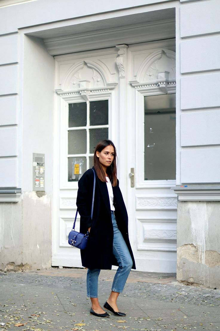 Nisi is wearing: Oversized Coat from All Saints, Longsleever from Comme des Garcons, Girlfriend Jeans from Topshop, Givenchy Obsedia Bag, Chloé Lauren Flats, Watch from Fossil