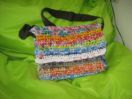 Van een plastic tas een plastic tas maken?! Heel simpel! - Plazilla.com