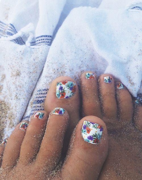 Tropical flower print toes #nailart