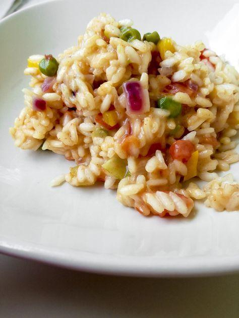 summer risotto Il Risottino #Primavera mi fa sempre un po' tristezza... ma un risotto estivo in #Technicolor è molto più allegro e gustoso! ...quindi vai con il #Summer #Risotto! http://www.kitchengirl.it/bocconcini/summer-risotto/ . . #kitchengirl #ricetta #cucina #cocotte #amicincucina #cucinaitaliana #ricetteperpassione #pranzoitaliano #dolce_salato_italiano #clarinafood #italianfoodbloggers #foodrepost #riso #pomodoro #peperone #carote #piselli #cipolla #cipolladitropea
