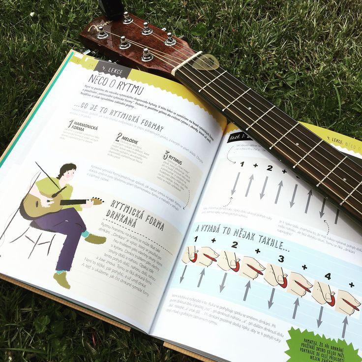 Chceš se naučit hrát na kytaru, ale nevíš, jak začít? Tady se naučíš vše potřebné a za pravidelného cvičení se už po 10 lekcích můžeš stát kytaristou. #kniha #kytara #muzika #kytarista