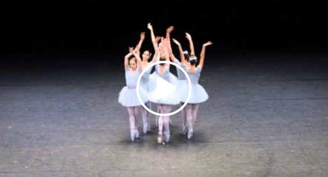 Bailarinas Criam Versão Cómica Com Coreografia Perfeitamente Descoordenada