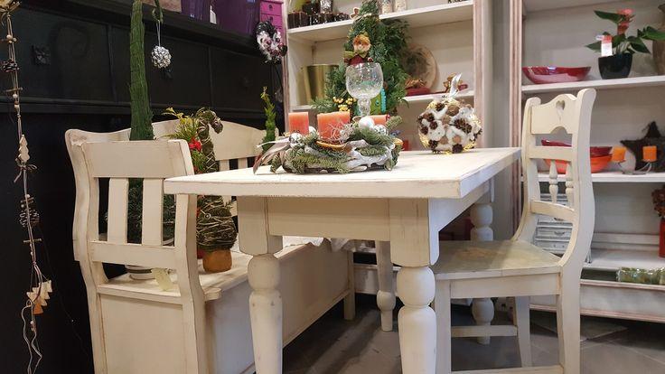 Asztal, szék és pad Cauntry stílusban . Nézd meg a webáruházban .