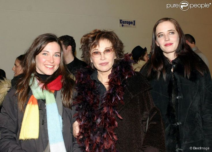 Eva Green with her mom and twin sister