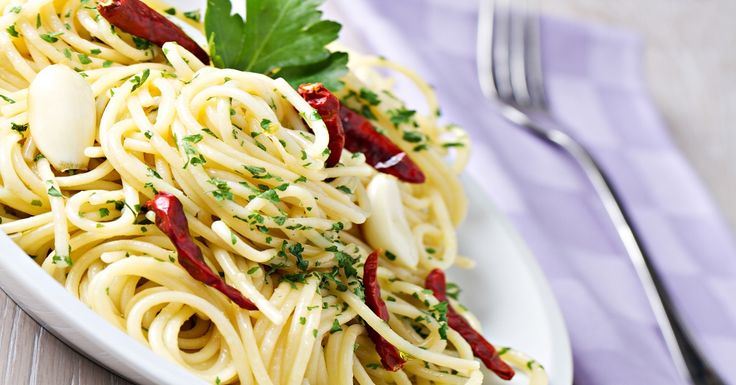 RECEPT: Spaghetti Aglio Olio e Peperoncino via @akademiakrasy