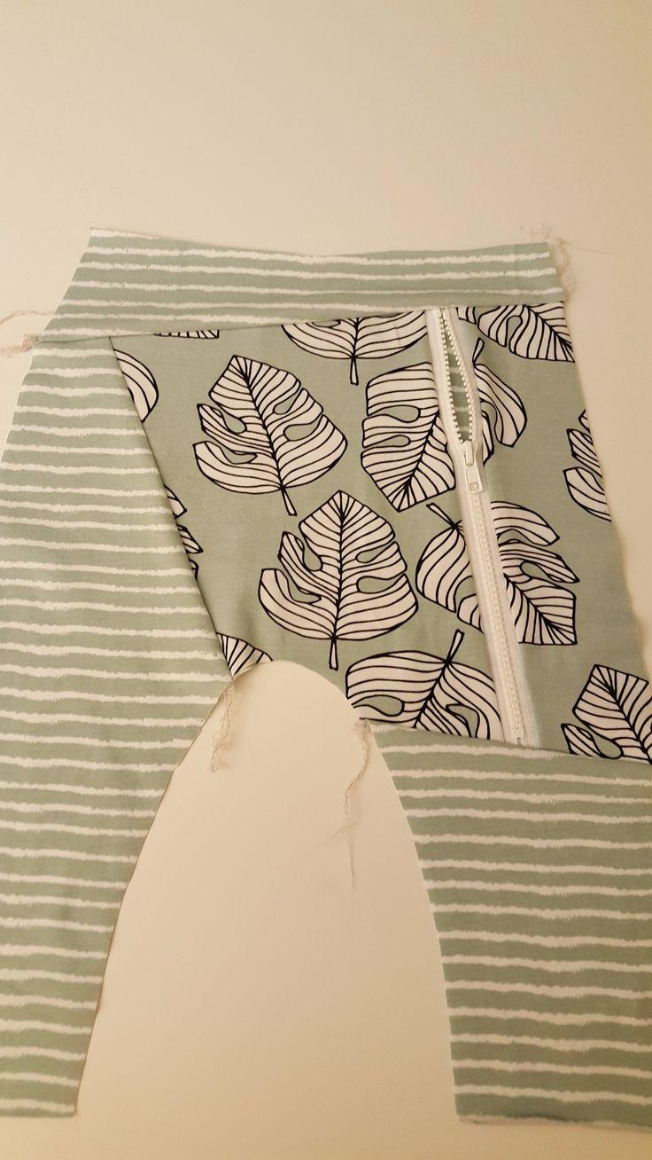 Nå som du har tegnet opp og klippet stoff slik som beskrevet i Hvordan tegne lomme med glidelås på en harembukse #pocketwithazip, er du klar for å begynne å sy!