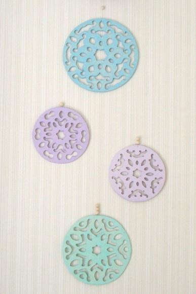 Móbile mandala feito de papel machê