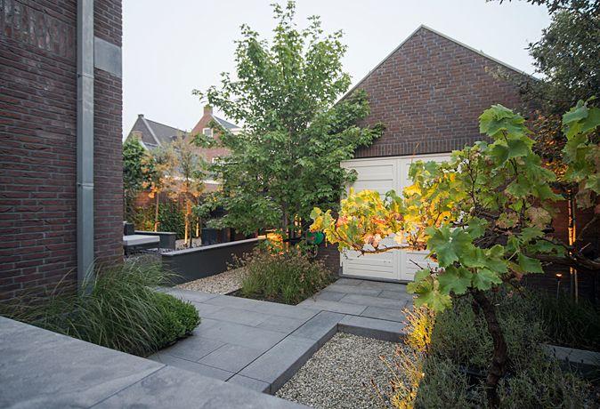 Sfeervolle stadstuin met veranda bart bolier tuinarchitect ontwerp - Eigentijdse landscaping ...
