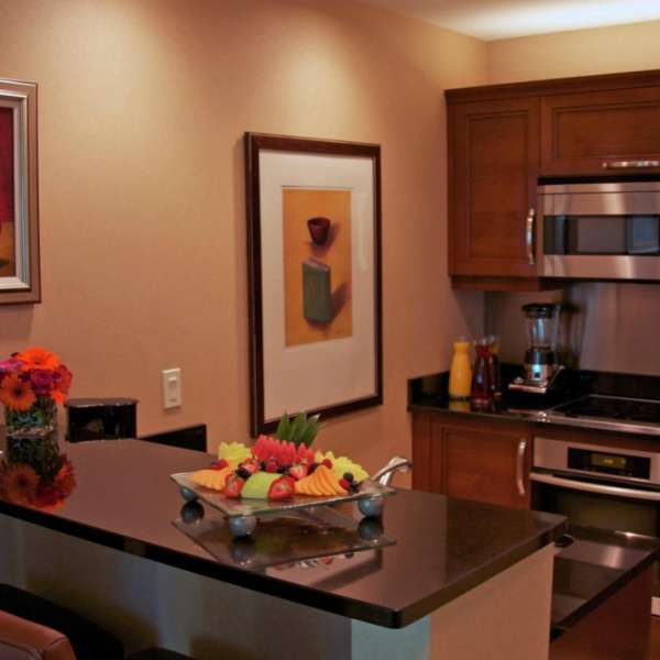 MGM Signature One Bedroom Balcony Suite Kitchen  All Signature kitchens and  kitchenettes have Sub. Best 25  Mgm signature suites ideas on Pinterest   Mgm signature