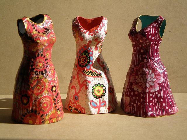 vestiditos de cartapesta by Taller de Nora, via Flickr
