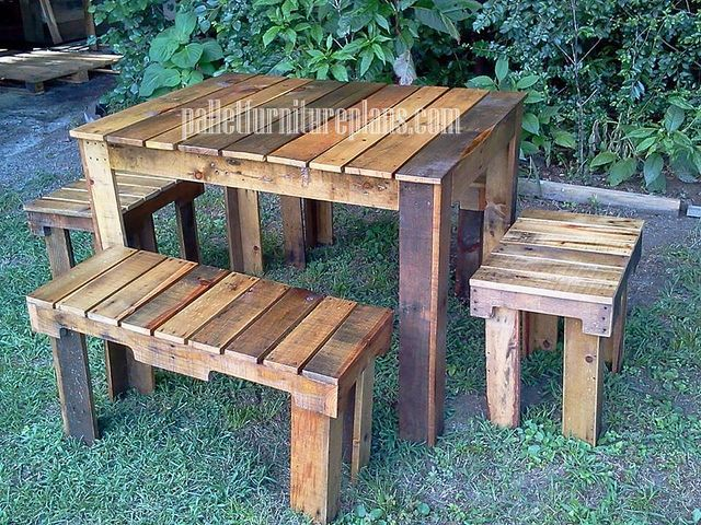 Pallet table and bench for outdoor