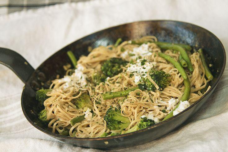 Sojabönspasta med gröna grönsaker