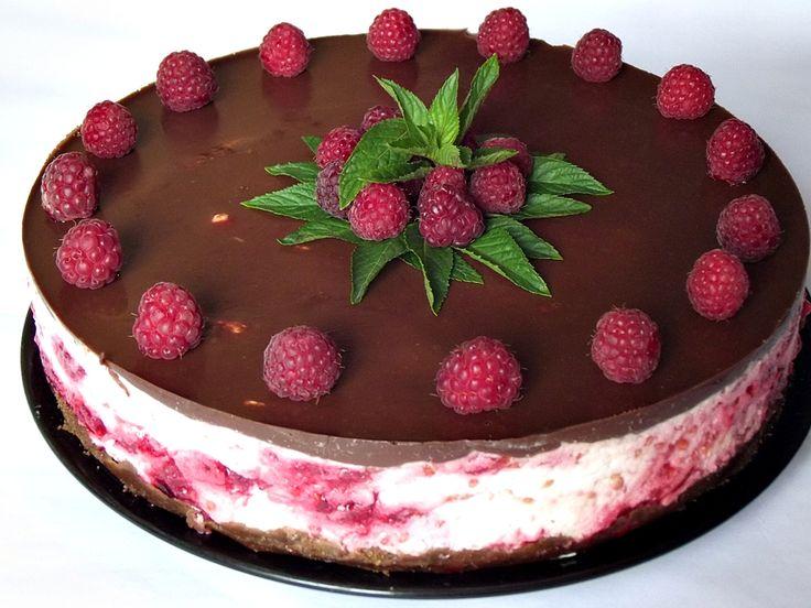 http://www.caietulcuretete.com/2013/06/cheesecake-rece-cu-ciocolata-si-zmeura.html