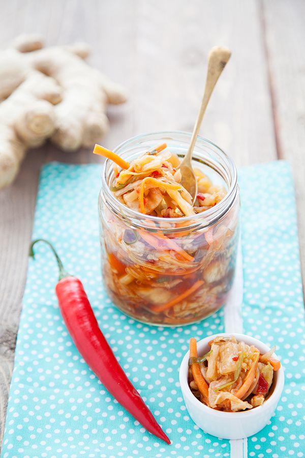 Les probiotiques maison ! - 100 % Végétal  •1 chou chinois •1 carotte •1 poignée de radis •2 oignons verts / ciboules / •cébettes •2 branches de céleri •4 cac de gingembre rapé •2 grosses gousses d'ail •4 c à s de sucre de canne •2 c à s de purée de piment •4 c à s de tamari •Sel marin •Eau